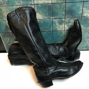 Evenin Black Leather Star Boots. Size 8.5